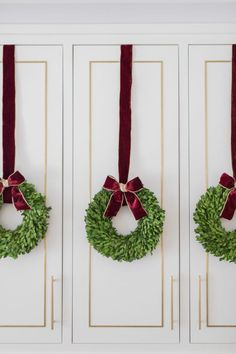 Christmas Diy, Christmas Decorations, Christmas Kitchen, Christmas Projects, Merry Christmas, Banister Garland, Holiday Boutique, Holiday Wreaths, Holiday Ideas