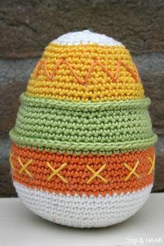 Stip & HAAK: Schaap Suusje Crochet Fruit, Easter Crochet, Crochet Doll Pattern, Crochet Ideas, Sewing Paterns, Knitted Hats, Crochet Hats, Easter Egg Pattern, Easter Eggs
