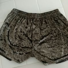 Fun Shorts Soft Soft Soft !!!! Design as Shown  Fly in Front Design  Elastic Waist band  EXCELLENT CONDITION intimo Shorts