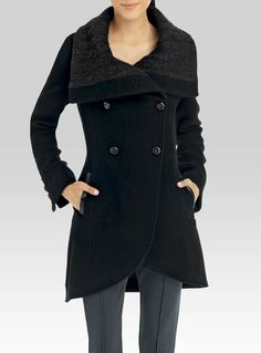 Chic large collar pea coat | Simons