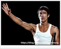 Bruce Lee Books, Bruce Lee Master, Bruce Lee Martial Arts, Logo Background, Music Logo, Kinds Of People, Awesome Art, Make Me Smile, My Hero