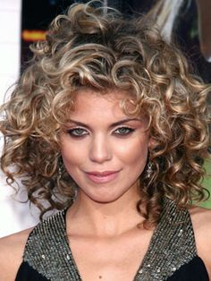 AnnaLynne McCord Hairstyles - June 4, 2009 - DailyMakeover.com