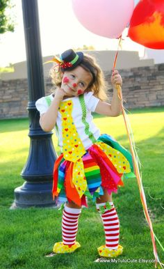 Really Rainbow Clown Costume including Fabric Scraps Tutu Shirt Leg Warmers and Mini Top Hat I hate clowns however I can't stop pinning these! Girl Clown Costume, Costume Carnaval, Tutu Costumes, Carnival Costumes, Costume Ideas, Halloween Outfits, Holidays Halloween, Halloween Kids, Halloween Crafts