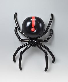 The Japanese artist Masayoshi Matsumoto is making intricate animal sculptures made entirely from balloons and they're mesmerizing. Chinchilla, Redback Spider, Snow White Characters, Le Castor, Stink Bugs, Balloon Animals, Animal Balloons, Balloon Balloon, Insect Art