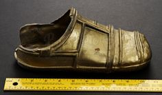 This is an original foot from the 1983 Science Fiction epic Star Wars Episode VI: Return of the Jedi. This particular foot was worn by a stunt performer for the shot where falls off the deck of Jabba's barge. Love Stars, Star Wars Episodes, Stunts, Saga, Science Fiction, Behind The Scenes, Deck, The Originals, Sci Fi
