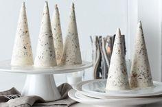 White christmas ice cream cones #bringJOYhome #recipe #icecreamcones Christmas Ice Cream, Simple Christmas, White Christmas, Christmas 2015, Xmas, Best Dessert Recipes, Fun Desserts, Holiday Recipes, Holiday Foods