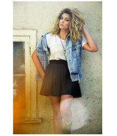 Seriously in love with Tori Kelly's hair