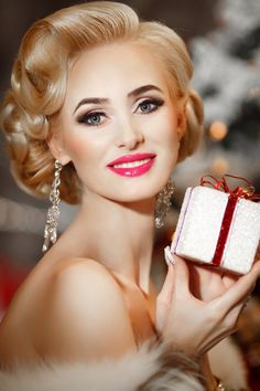 party makeup – Hair and beauty tips, tricks and tutorials Elegant Christmas, Red Christmas, French Christmas, Christmas Wedding, Christmas Time, Charlotte Bonnet, Serum, Les Rides, Head & Shoulders