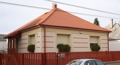Használt családi ház – Kádárkocka Garage Doors, Exterior, Cabin, House Styles, Outdoor Decor, Ideas, Home Decor, Decoration Home, Room Decor