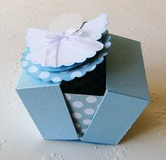 sweet paper angel can be hung on the tree. Use a doily? Use patterned felt? Use a coffee filter? The possibilities are endless! Hannelore Drews, Crafts To Sell, Diy And Crafts, Cute Box, Idee Diy, Candy Gifts, Diy Box, Stamping Up, Paper Gifts