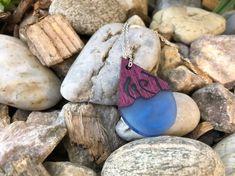 Harz und Holz Anhänger, Blaues Epoxy mit rotem Holz, Holz Halskette, Resin Anhänger, Vatertagsgeschenk , Dread Schmuck, Boho Schmuck