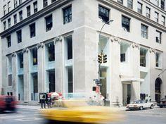 Nel 1995 inaugura il negozio di Calvin Klein a New York