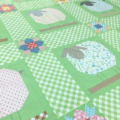 Sheep blocks with gingham. Block from Farm Girl Vintage book. Darling in green! Quilting Board, Quilting Tips, Quilting Projects, Sewing Projects, Girls Quilts, Baby Quilts, Kid Quilts, Scrappy Quilts, Farmers Wife Quilt