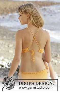 """Bikini a ganchillo DROPS con patrón de calados y cordones en """"Safran"""". Talla S-XXXL. Patrón gratuito de DROPS Design."""