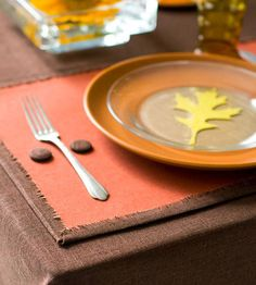 Perfect Place Mats--CUTE--but I'd have to move my sewing machine to make no sew placemats...this seems ironic.