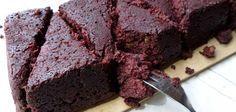 Brownies met rode biet, klinkt een beetje raar als je het nog niet kent. Maar wacht maar tot je ze geproefd hebt... rode bieten brownies zijn super lekker!