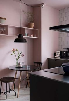 Romantic Pink Kitchen Color Scheme You Have To Know kitchen with pink walls and black benchtops. Pink Kitchen Walls, Pink Kitchen Decor, Kitchen Colors, Pink Walls, Pink Kitchen Cupboards, Kitchen Decorations, Decorating Kitchen, Kitchen Paint, Kitchen Curtains