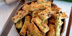 Mega dobré cuketové tyčinky - Tinkine recepty Zucchini Sticks, Food Porn, Party Snacks, Finger Foods, Healthy Life, Food And Drink, Appetizers, Vegetarian, Kitchens