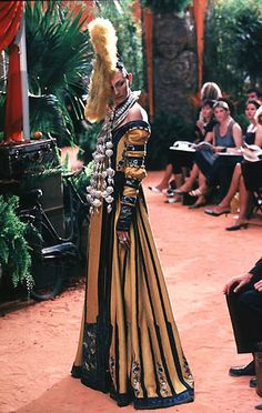 1998-99 - Galliano 4 Dior Couture show -