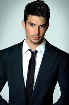 Bernardo Velasco: This man doesn't exist for real sure!!! Cute, handsome and perfect body!!