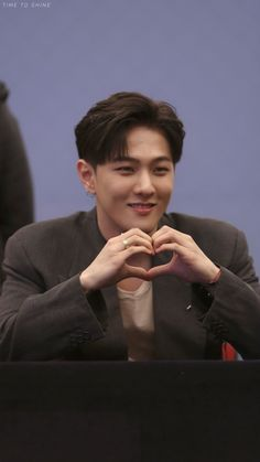 He is super perfect Yg Entertainment, Kim Jinhwan, Ikon Junhoe, Ikon Kpop, Ikon Member, Jay Song, Ikon Wallpaper, Ikon Debut, Musica