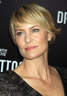 Robin Wright Penn short layered haircuts for women over 40