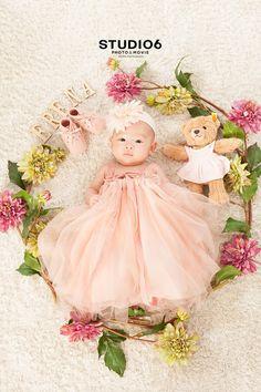 18 のコピー のコピー Newborn Family Pictures, Baby Girl Photos, Cute Baby Pictures, Japanese Babies, Cute Babies, Baby Kids, Newborn Poses, Dream Baby, Baby Art