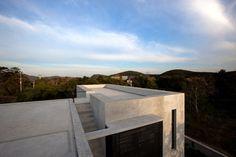 modern-thailand-house-reflecting-active-adventurous-lifestyle-7.jpg