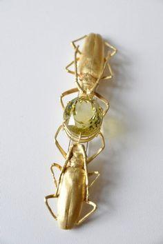 Georg Dobler | Eine Brosche aus Gold mit dem Edelstein Citrin