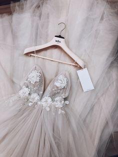 V Neck Wedding Dress, Wedding Dress Trends, Dream Wedding Dresses, Bridal Dresses, Wedding Gowns, Flower Girl Dresses, Wedding Girl, Sexy Evening Dress, Evening Dresses