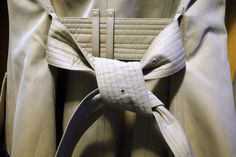How-To-Tie-a-Burberry-Belt-Knot-11-600x399.jpg