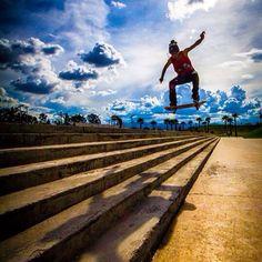 Skate en el cielo, es un foto tomada en Skatepark de Parque Bicentenario en la Ciudad de México, un gran día para un gran foto.  Is a pic taken at Skatepark of Bicentenario Park in Mexico City, a great day for a great picture.