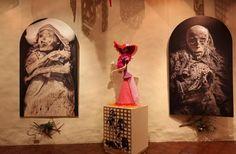 De origen prehispánico los festejos del Día de Muertos tienen en México un toque humano, festivo y tradicional que se materializa en la instalación de ofrendas de muertos en los hogares y en los cementerios por parte de millones de familias.