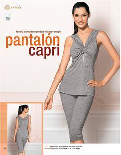 Pijama, color gris. Pijama de dos piezas multiusos de escote V y pantalos capri. $409.00 Tallas CH, M, G, EG