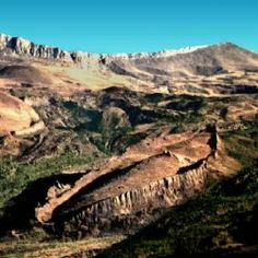 Mountains of Ararat - Noah's ark is real, the bible is the truth. Read the true story of finding Noah's Ark and the artifacts found there. It's an exciting discovery. Mary Elizabeth, Site Archéologique, Les Religions, Bible Truth, Ancient Artifacts, The Covenant, Ancient History, Paranormal, Archaeology
