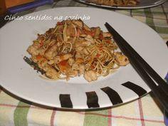 Cinco sentidos na cozinha: Noodles com peru e legumes no wok