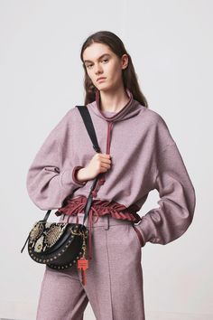 The complete See by Chloé Pre-Fall 2018 fashion show now on Vogue Runway. 5b3c094853dc0