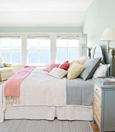 eastcoastheartsouthernsoul:  I love bedrooms that are light and airy…but I prefer sleeping in ones that are dark as a cave.