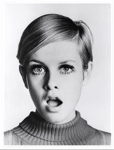The ultimate 60s icon - Twiggy. Showing us how to rock a pixie crop and spiked lashes #60s #Makeup #VintageBeauty