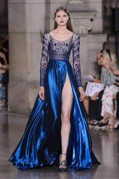Georges Hobeika Fall Winter 2017 Haute Couture Collection That slit is quit daring. Gotta say though looks like there is a zipper at the top, which I think is a cool idea Haute Couture Paris, Haute Couture Fashion, Georges Hobeika, Trend Fashion, Runway Fashion, Women's Fashion, Paris Fashion, Fashion News, Latest Fashion
