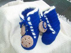 Crochet Slipper Boots - Slipper Patterns - Slipper Pattern in 4 sizes - Baby booties - Crochet Booties - Crochet slippers for the family - pinned by pin4etsy.com