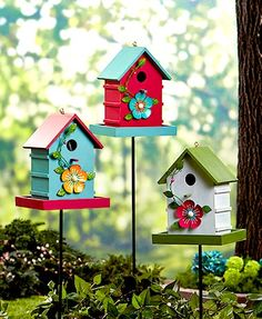 Give backyard birds a place to rest and refuel with this Lighted Birdhouse Feeder Stake. It has a well around the base where you can add bird feed, as well as a Decorative Bird Houses, Bird Houses Painted, Bird Houses Diy, Fairy Houses, Funny Bird, Homemade Bird Houses, Birdhouse Designs, Diy Bird Feeder, Outdoor Garden Decor