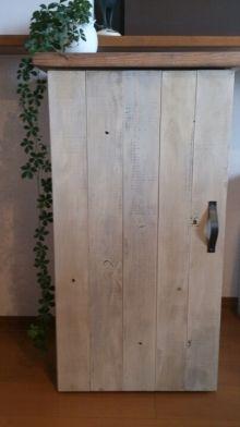 木材を側面に張り付けることで質感アップ。グッと上品なインテリアに。