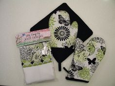 ADD a Matching Oven Mitt Hanging Towel and by MyEmptyNestDesigns, $25.00