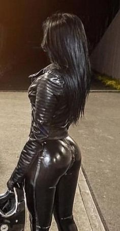 Hot Outfits, Girl Outfits, Heavy Rubber, Sexy Latex, Leather Shorts, Biker Girl, Hot Dress, Rear View, Crossdressers
