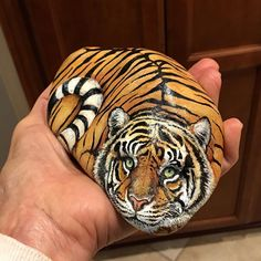I had this rock for several weeks before I saw the tiger. Stone Art Painting, Tiger Painting, Rock Painting Designs, Pebble Painting, Pebble Art, Painted Rocks Craft, Hand Painted Rocks, Painted Pebbles, Painted Stones