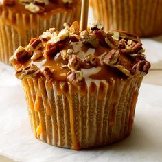 Take these extra-special cupcakes to your next event and watch how quickly they disappear! With a caramel topping and spice cake base, they're the perfect mix of two fall-favorite treats. Caramel Apple Cupcakes, Caramel Apples, Apple Caramel, Cinnamon Cupcakes, Caramel Frosting, Lemon Cupcakes, Strawberry Cupcakes, Cupcake Recipes, Cupcake Cakes