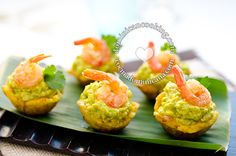 Plantain Cups with Avocado and Shrimp - try with carne molida topped with guacamole and halved cherry tomato - no shrimp