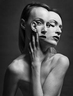Siamese – Les étranges portraits surréalistes de Flora Borsi