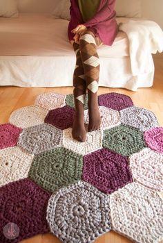 Tapetes de crochet arrasando na decoração! Mais